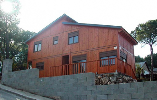exterior casa de madera prefabricada Vilas Anderson planta baja + 1