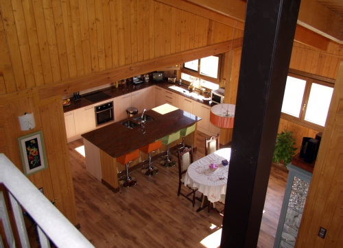 interior casa de madera prefabricada Vilas Anderson