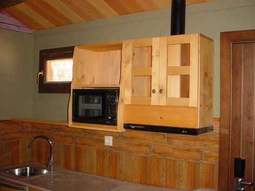 interior casa prefabricada para parque temático, cocina