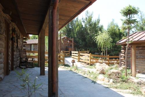 montaje casas prefabricadas para parque temático